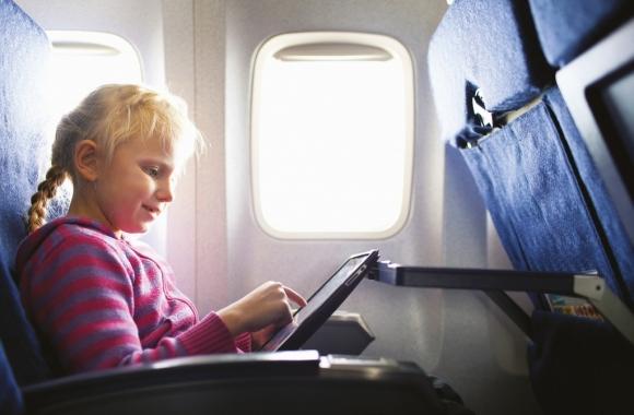 Nova regra para embarque de menores de 16 anos desacompanhados em viagens no Brasil.
